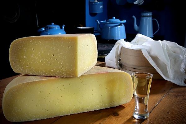 Thybo-ost på køkkenbordet på Vorupør Museum.