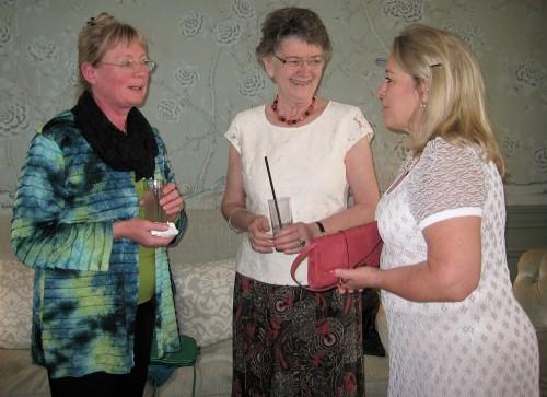 Mie sammen med Inge Adriansen og Jane Kjølbye ved overrækkelsen af hædersdiplom i det Danske Gastronomiske Akademi på Dragsholm Slot i 2013. Foto: Pia Buus.