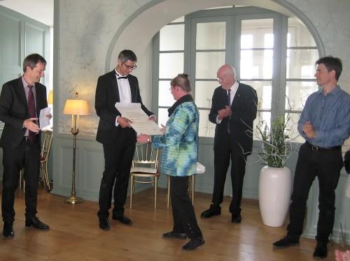 Overrækkelsen af diplomet ved Claus Tingstrøm og Rune Nissen. Foto: Pia Buus.