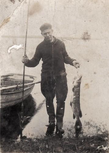 Fisker med gedde, Blegsø.